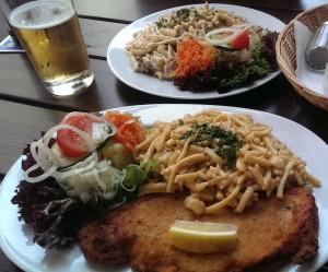 Typisch deutsch ein Bier zum zünftigen Mittag.