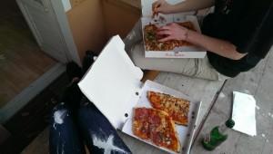 Pizzapause mit Balkongerüst