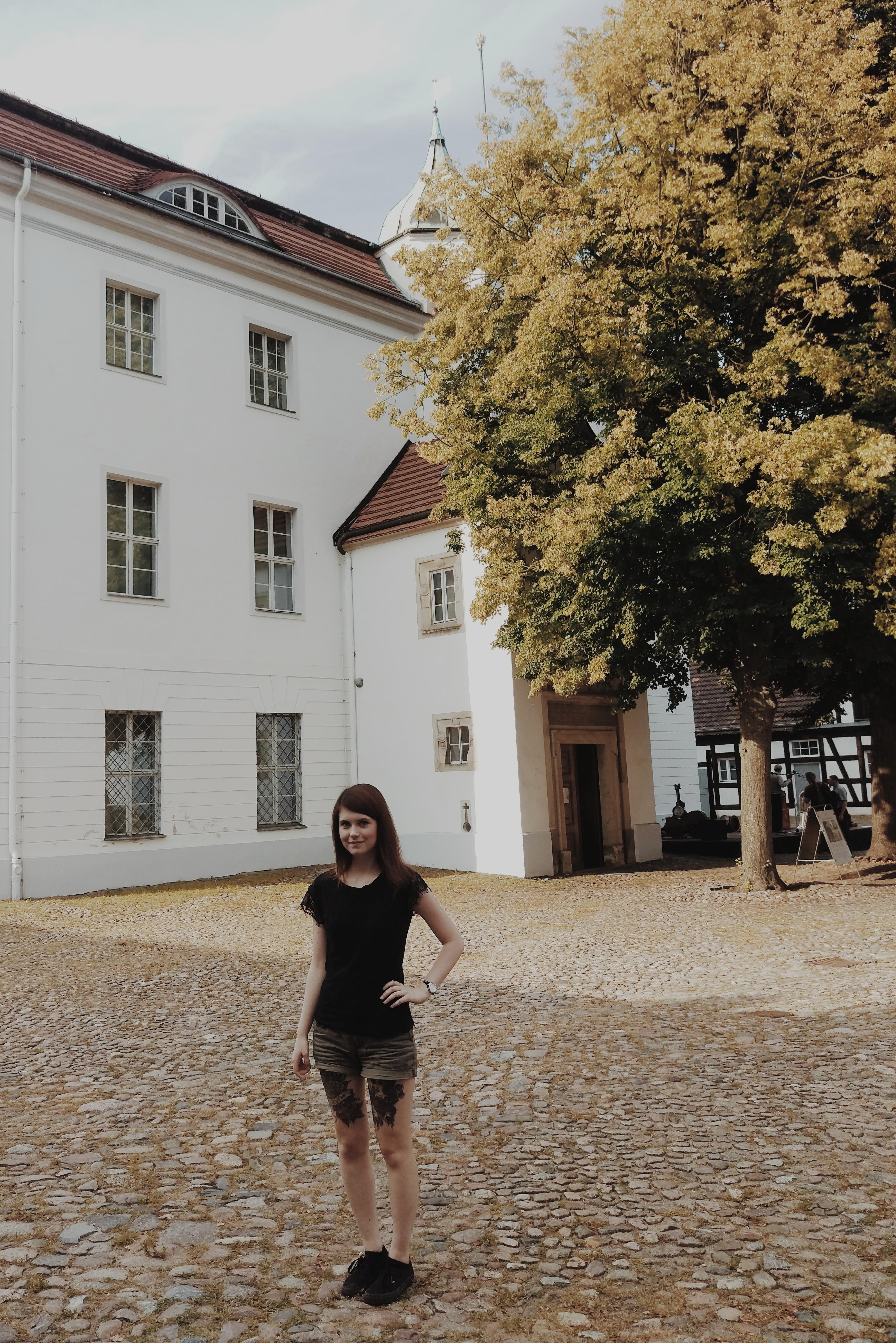 Which incorporates Gucken Schloss Einstein situated