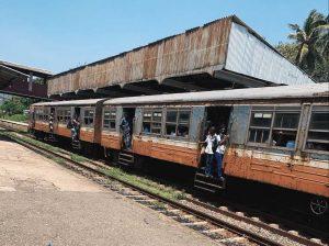 Überfüllter Zug in Mount Lavinia