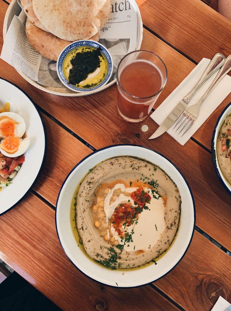 Bobbe Speisesalon Hummus in Berlin