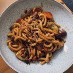 Vegetarische Gerichte Udon-Nudeln